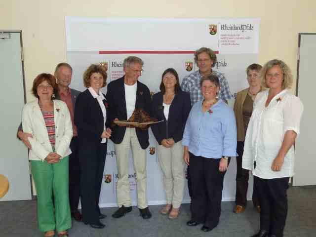 Ministerinnen Lemke und Höfken mit Vertretern der IG-Eifelvulkane